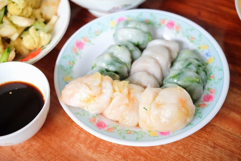 蒸的香葱饺子或Kanom在一块板材的Kuicheai春节 免版税图库摄影