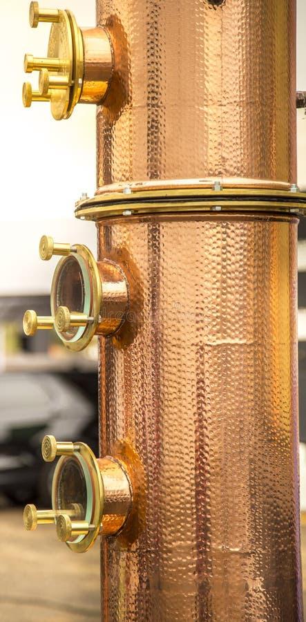 蒸馏器destilation酒精饮料细节 免版税库存照片