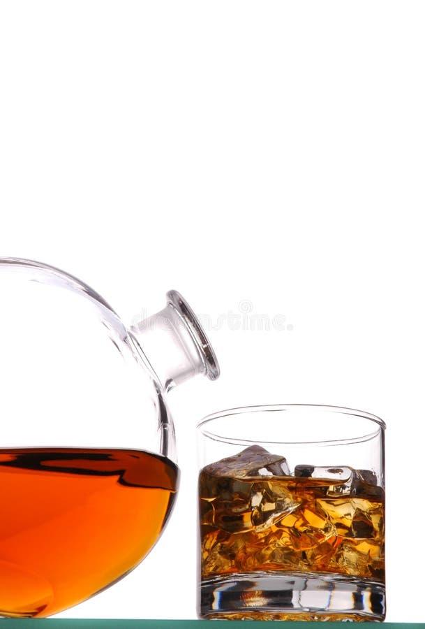 蒸馏瓶玻璃威士忌酒 免版税库存照片