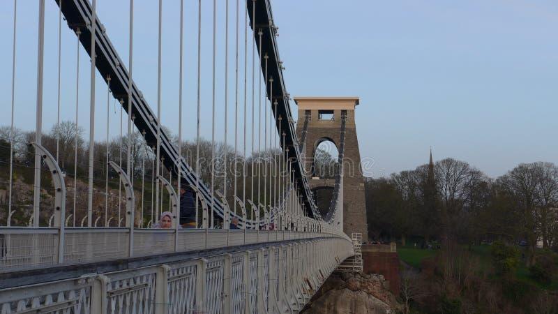 蓝天下英国布里斯托布鲁内尔悬桥的美丽照片 库存照片