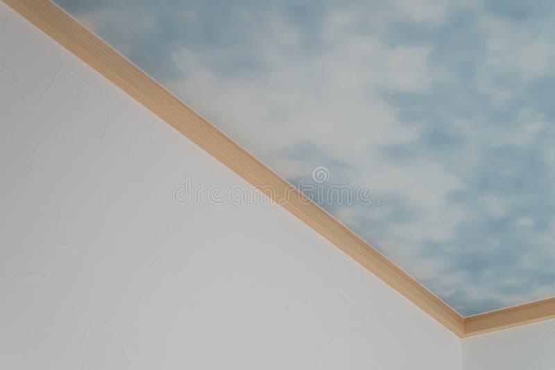 蓝天和云彩在天花板 库存图片