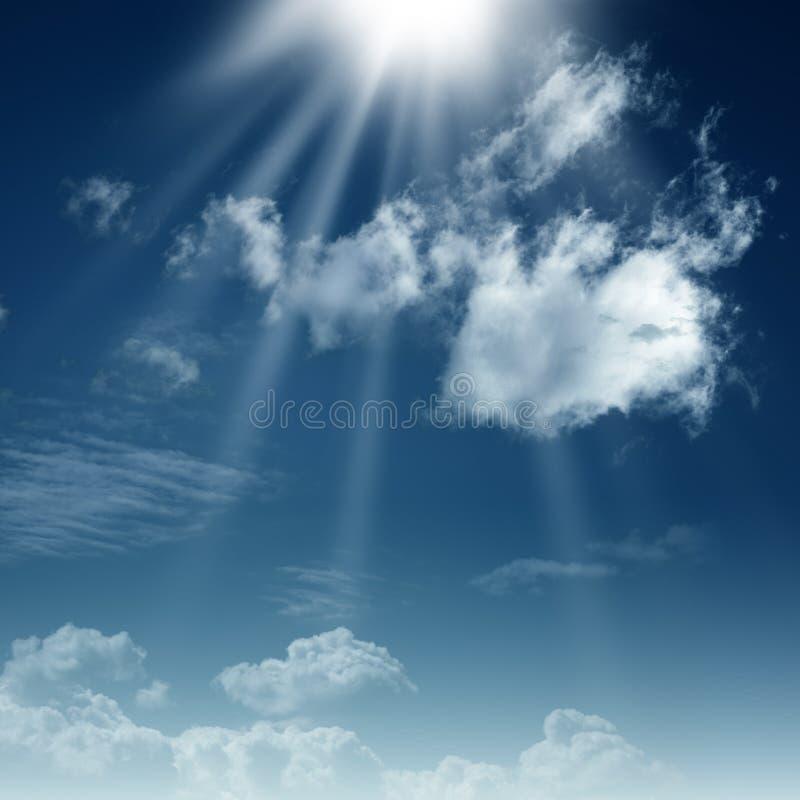 蓝天和明亮的太阳 免版税库存图片