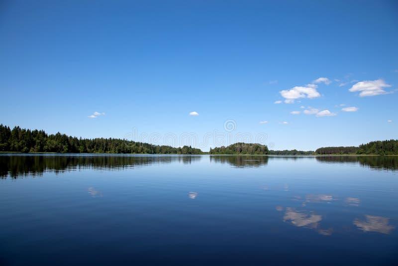 蓝天和蓝色湖 Seliger湖在俄罗斯 库存照片