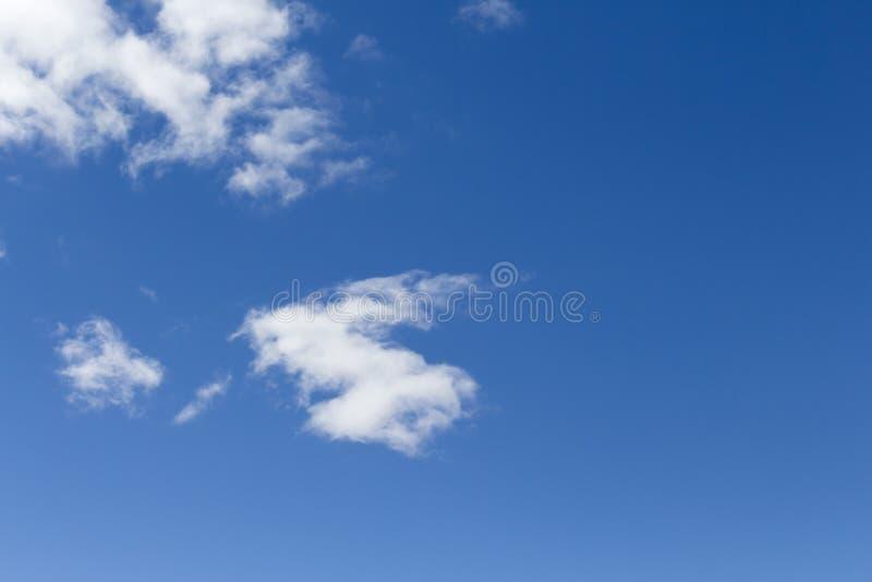 蓝天和高卷云 库存图片