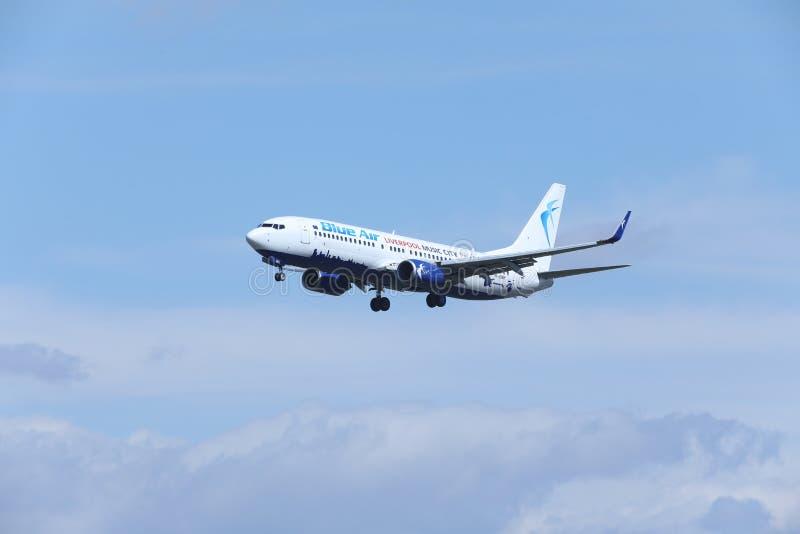 蓝天波音737-800 YR-BMH,利物浦号衣 库存照片