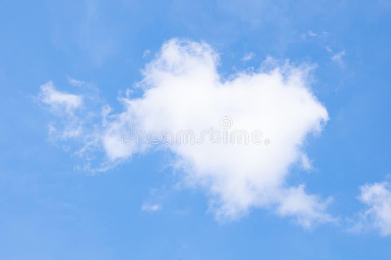蓝天白色覆盖抽象自然天空被构造的样式背景天空 库存照片