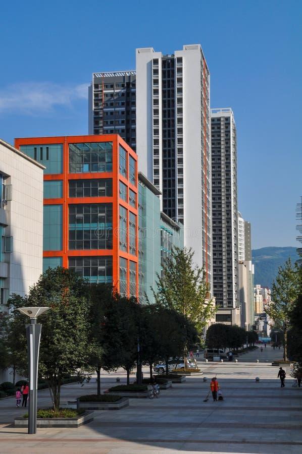 蓝天的现代城市 免版税库存照片