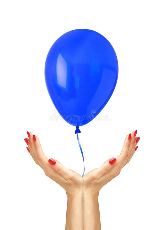 蓝天飞行从妇女的气球飞行移交白色backgrou 免版税库存图片