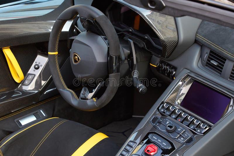 蓝宝坚尼Aventador豪华汽车内部在一个夏日在蒙特卡洛,摩纳哥 免版税库存图片