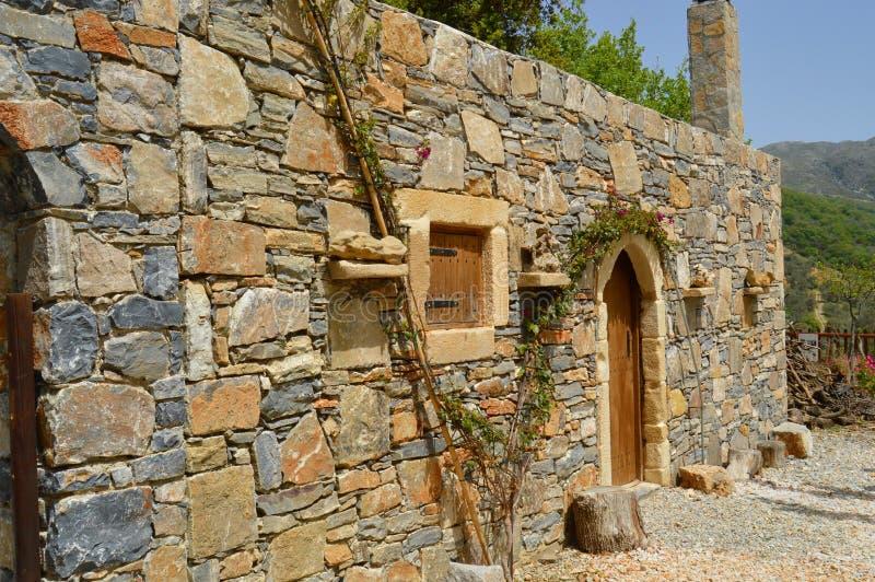 蓝宝石克里特岛人典型的房子 免版税库存图片