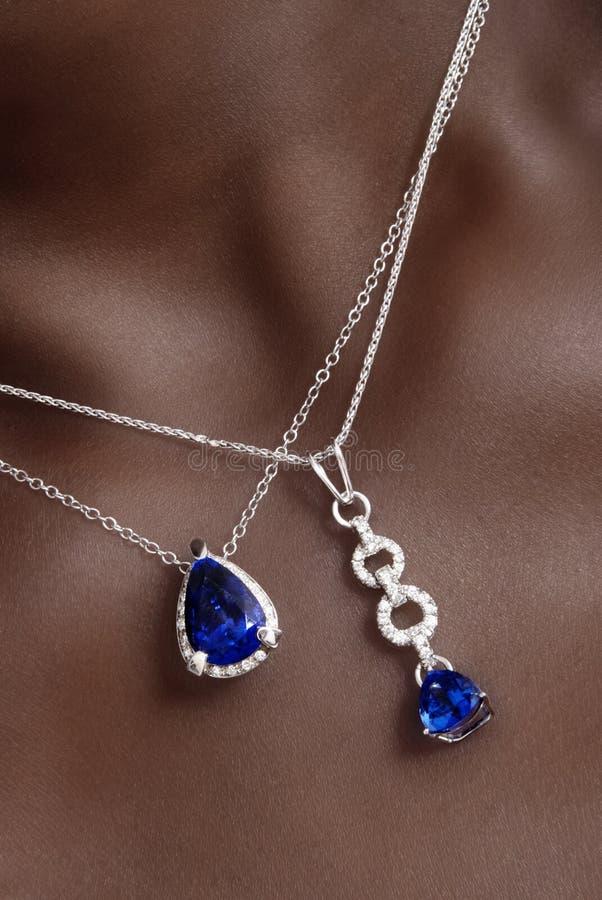 蓝宝石项链 免版税库存照片