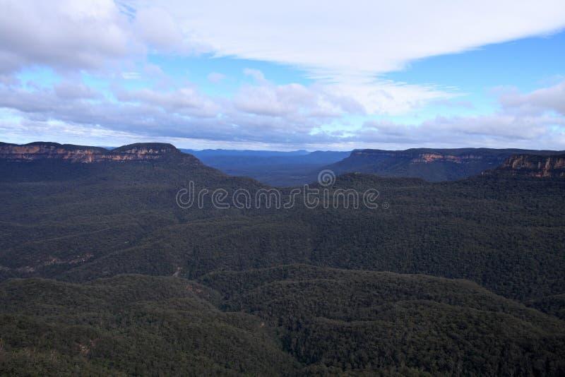Download 蓝山山脉, NSW,澳大利亚 库存照片. 图片 包括有 蓝色, 澳洲, 本质, 旅行, 天空, 横向, 风景 - 30328424