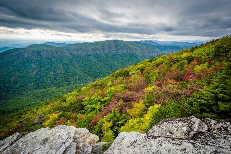 蓝岭山脉的早秋天视图从Hawksbill Mou的 免版税库存图片