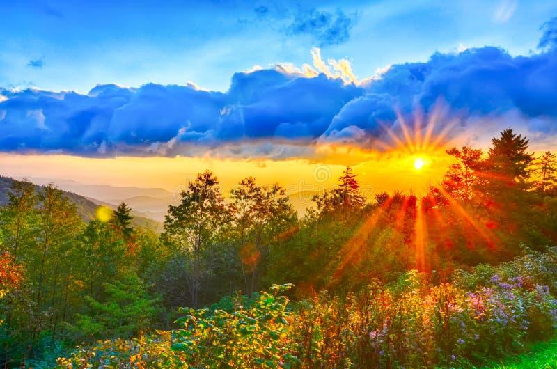蓝岭山行车通道晚夏西部阿巴拉契亚山脉的日落 图库摄影