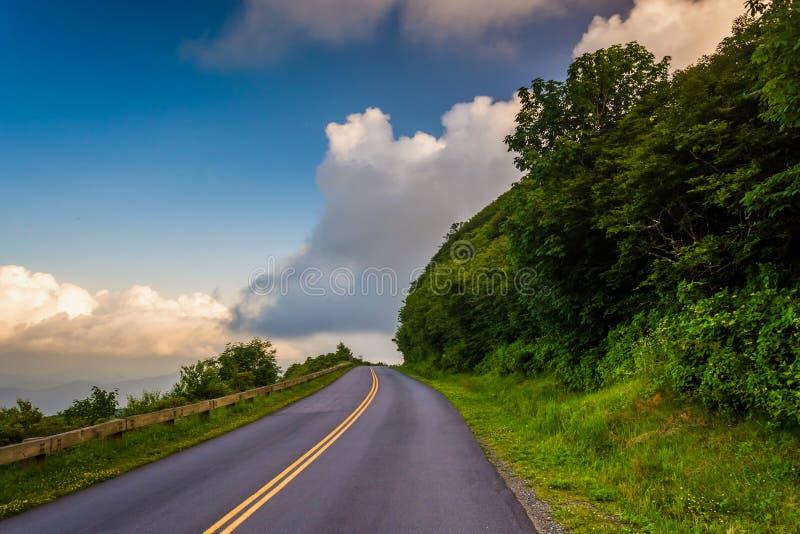 蓝岭山行车通道,在阿什维尔附近,北卡罗来纳 免版税库存照片