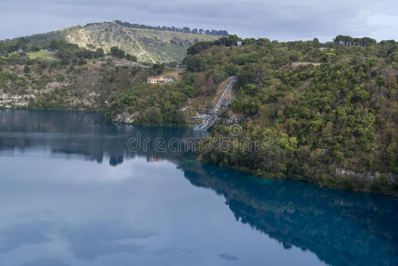 蓝湖,芒特甘比尔,南澳大利亚 免版税库存照片