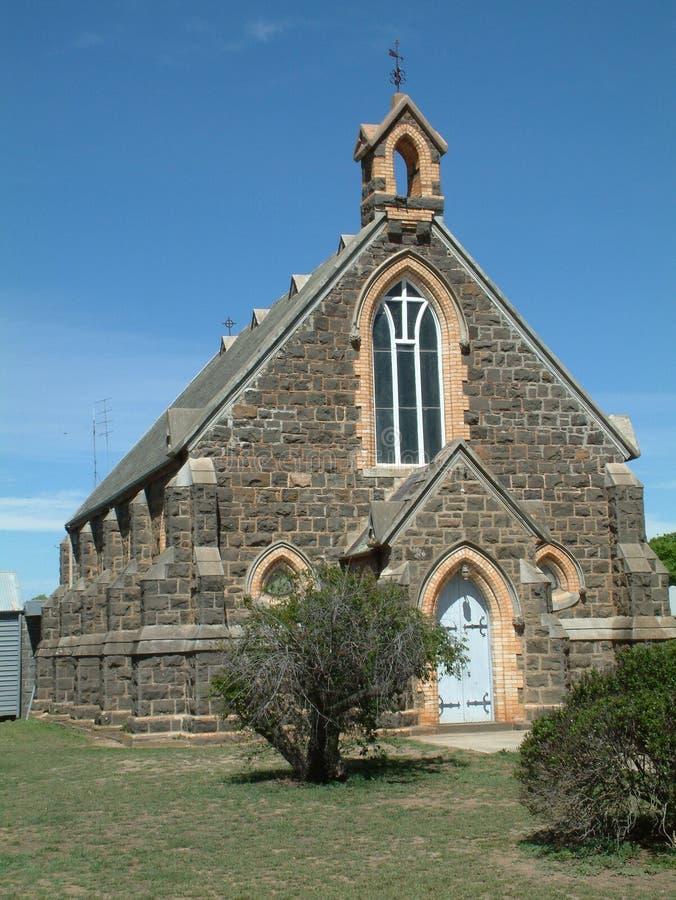 蓝灰沙岩教会-维多利亚女王时代的金领域 免版税库存图片