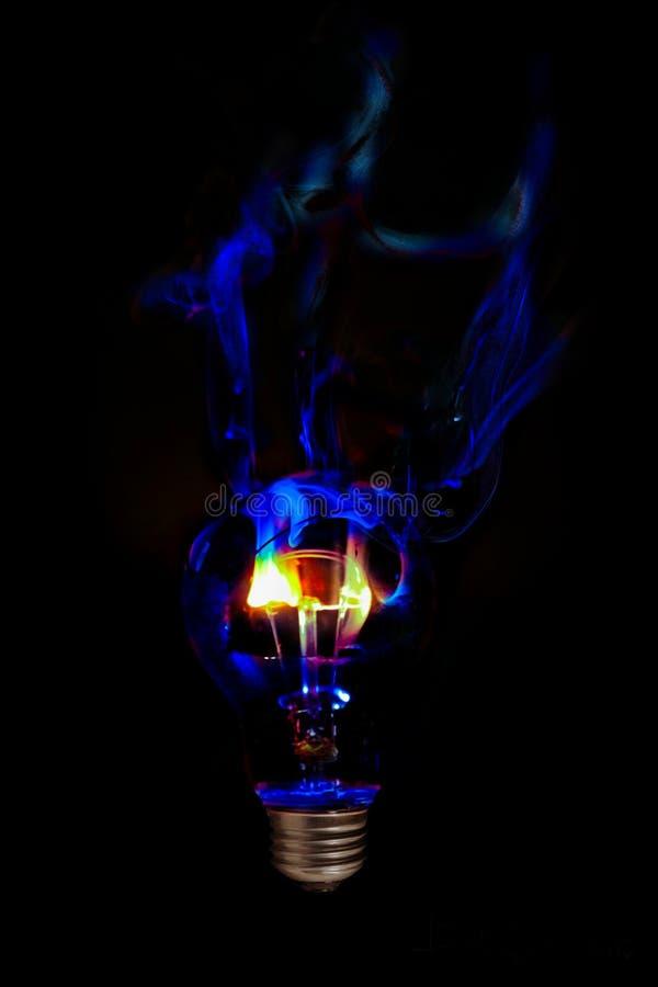 蓝焰电灯泡 库存照片