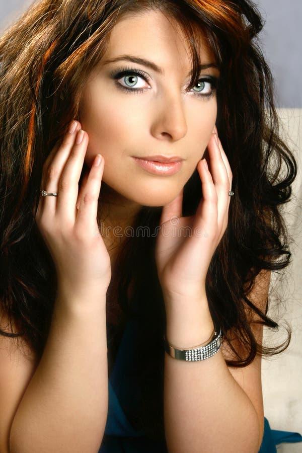 蓝眼睛可爱的妇女 库存图片