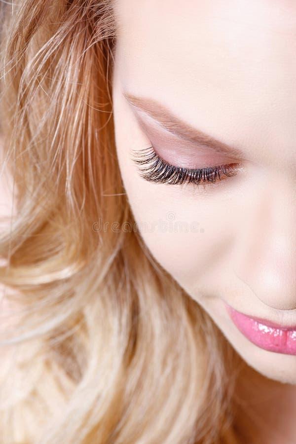 蓝眼睛的秀丽构成 一部分的美丽的面孔特写镜头 完善皮肤,长的睫毛,组成概念 库存照片