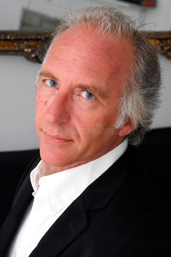 蓝眼睛的英俊的人 免版税库存照片图片