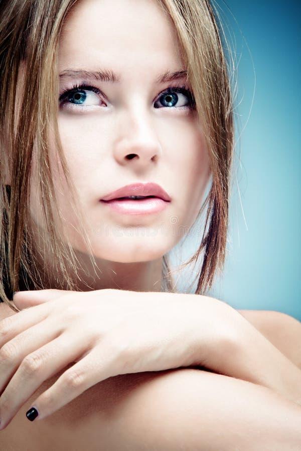 蓝眼睛纵向妇女 免版税库存照片