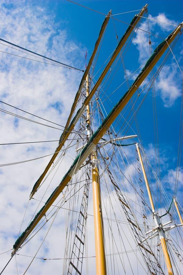 蓝色上船桅天空 库存照片
