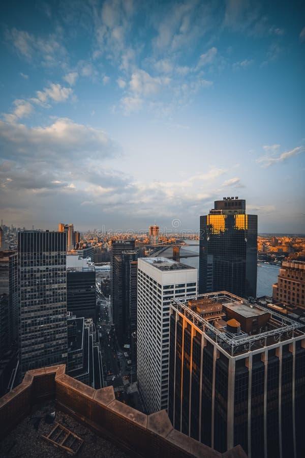 蓝色上色地区财务摩天大楼 图库摄影