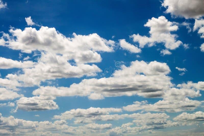 Download 蓝色云彩天空 库存图片. 图片 包括有 本质, 白天, 蓝色, 照亮, 臭氧, 夏天, 云彩, beautifuler - 59108067