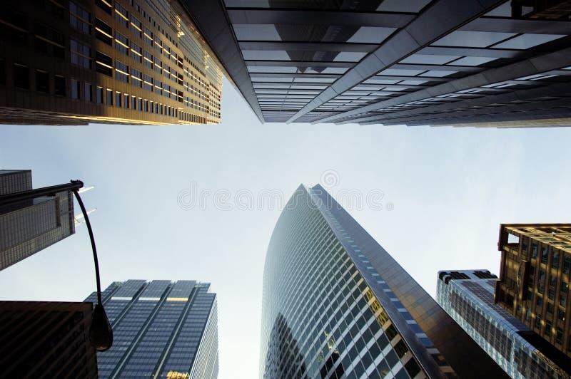 蓝色刮的天空 免版税库存照片