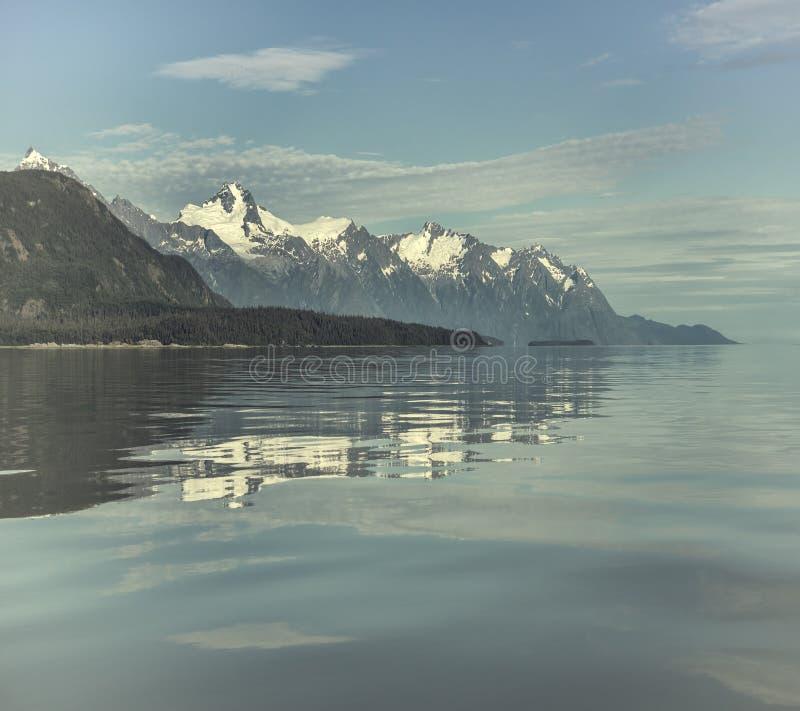 蓝色反映水 免版税图库摄影