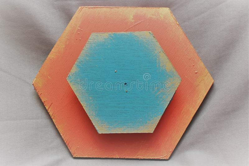 蓝色和三文鱼木六角形 免版税图库摄影