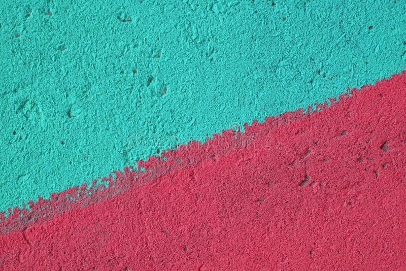 蓝色和桃红色被绘的混凝土墙纹理 库存图片