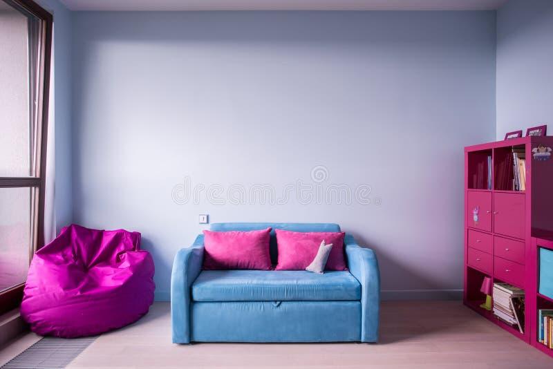 蓝色和玫瑰色家具 免版税库存图片