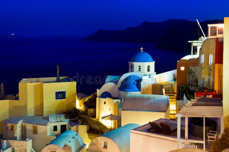 蓝色和白色教会在圣托里尼,希腊 免版税库存照片