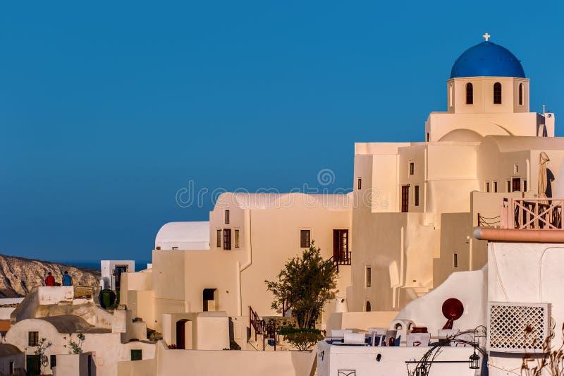 蓝色和白色教会在圣托里尼,希腊 免版税库存图片