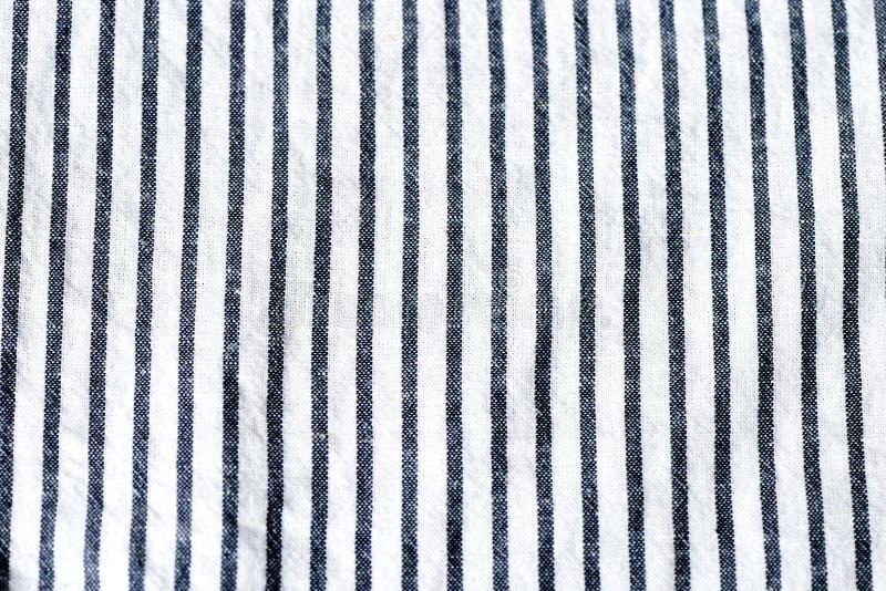 蓝色和白色镶边纺织品背景 免版税库存图片