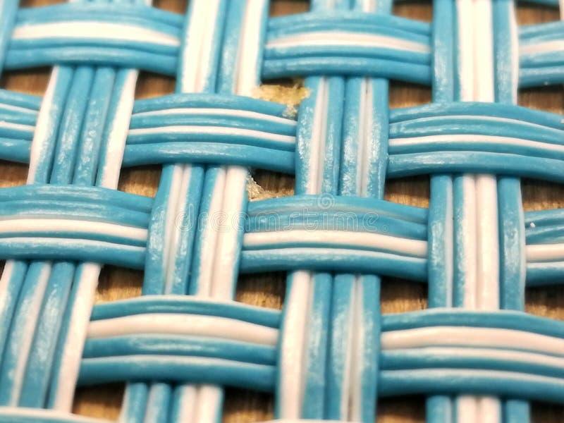 蓝色和白色镶边被编织的placemat 免版税库存图片