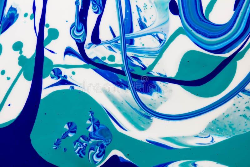 蓝色和白色颜色大理石混合了墨水抽象 免版税库存图片