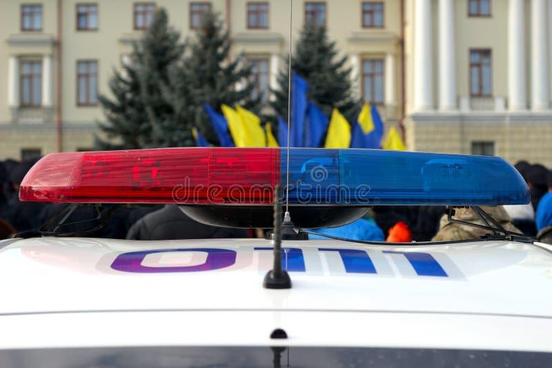 蓝色和警车,乌克兰红色闪动的警报器  免版税图库摄影