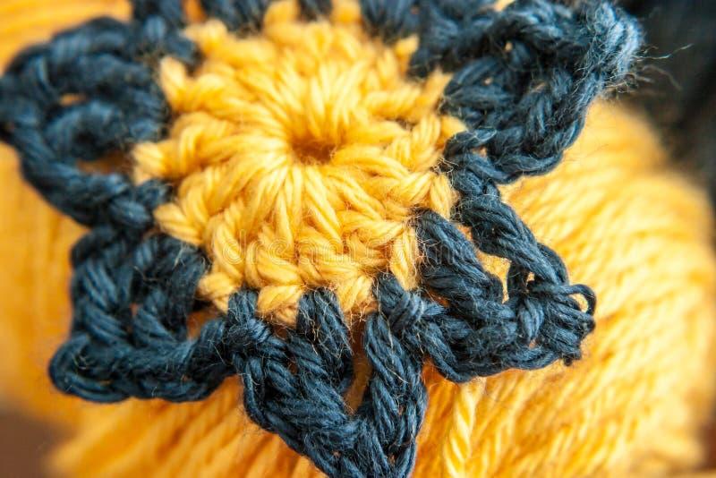 Download 蓝色和黄色钩针编织的花 库存图片. 图片 包括有 海军, 刺绣用品, 粉红色, 黄色, 纹理, 线程数, 纱线 - 30327767