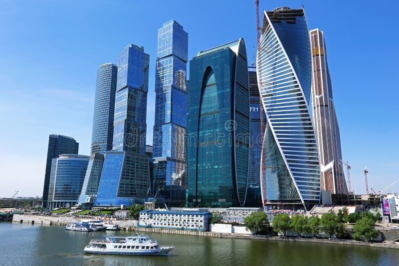 蓝色商务中心现代莫斯科俄国摩天大楼色彩 库存照片