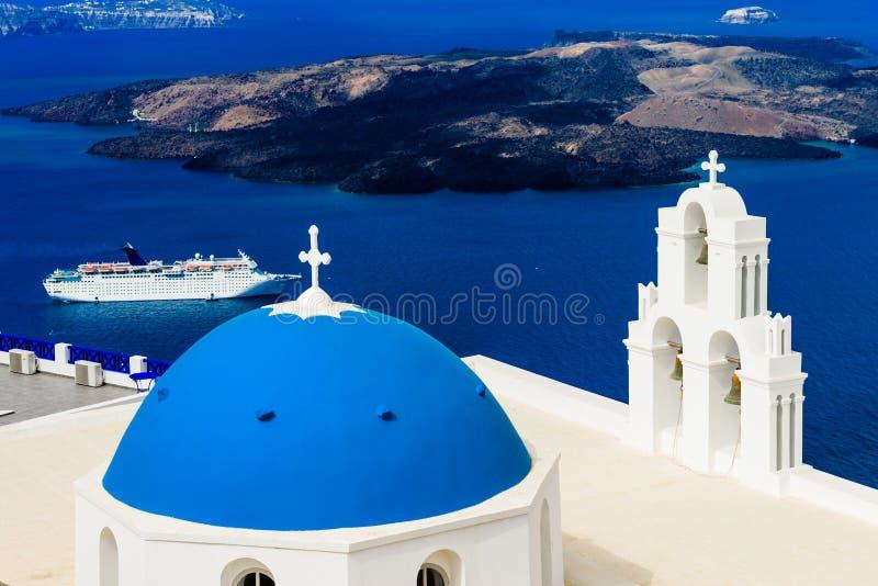 蓝色圆顶教会和巡航 库存图片
