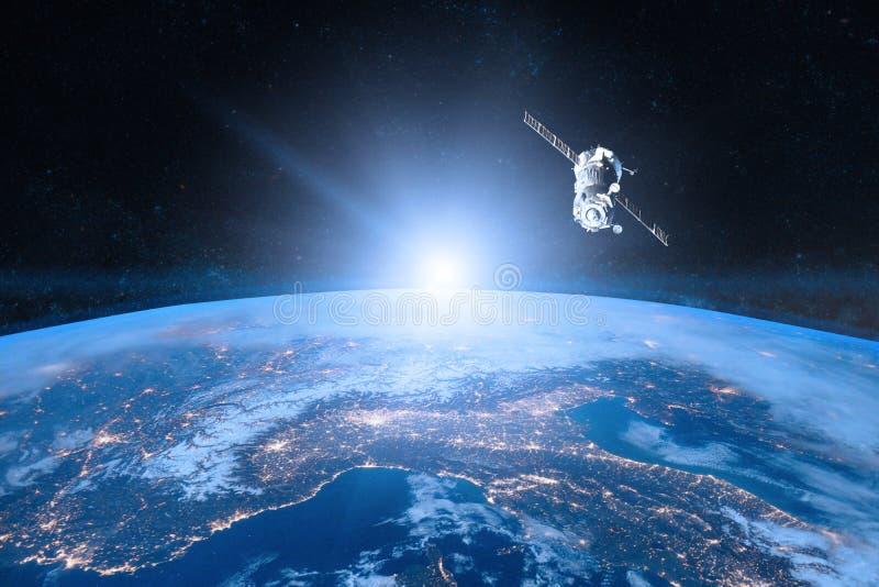 蓝色地球行星 航天器发射到空间里 库存照片