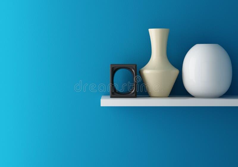 蓝色墙壁内部和陶瓷在架子 库存例证
