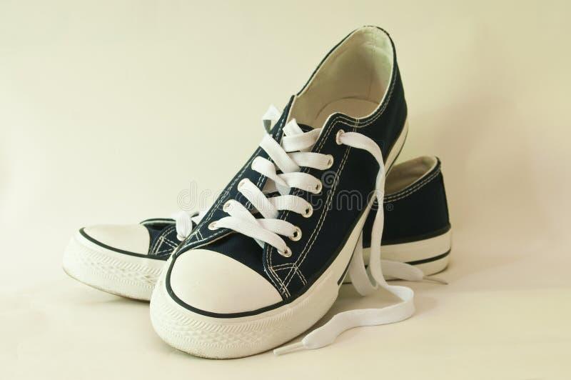 蓝色夏天运动鞋 库存图片