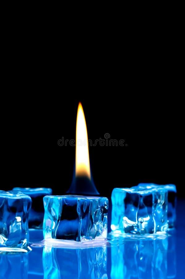 蓝色多维数据集发火焰冰 免版税图库摄影