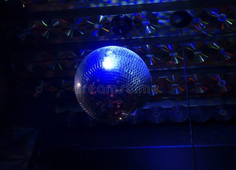 蓝色夜discoball 免版税库存图片