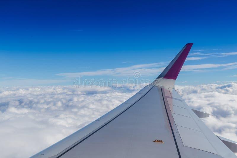 蓝色天际和白色云彩 图库摄影