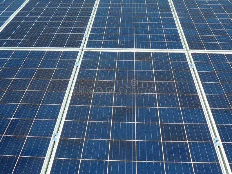 蓝色太阳电池板,photovoltaics摘要纹理供选择的电来源 免版税库存图片